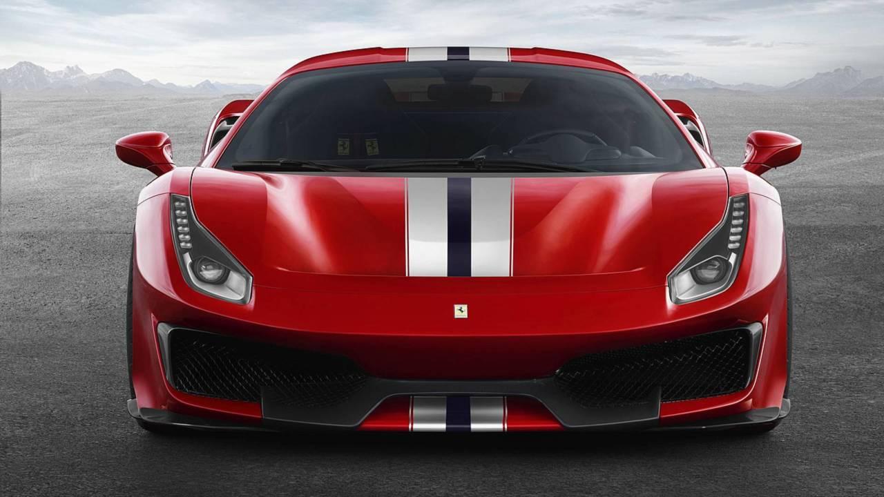 Ferrari 488 Pista 2018 contra...