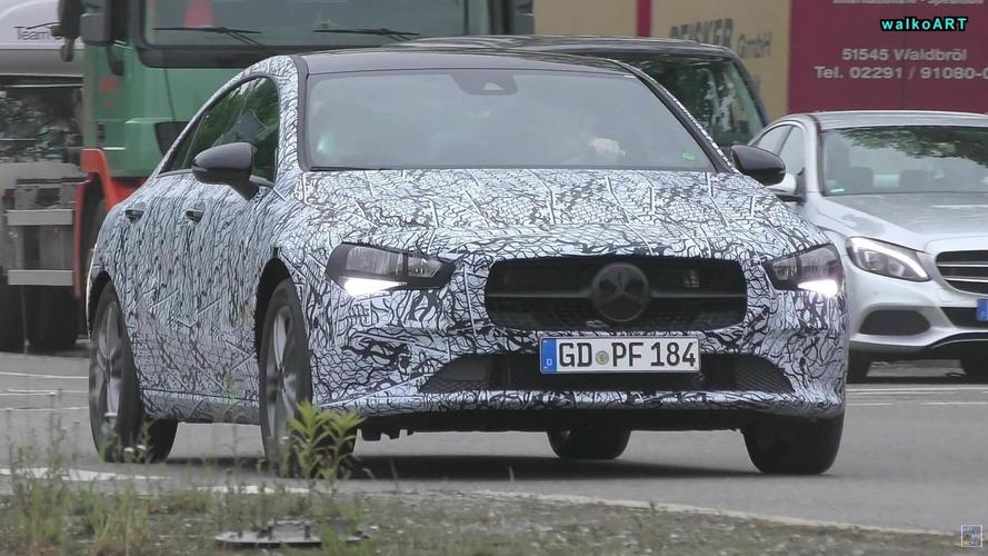VIDÉO - La future Mercedes-Benz CLA délaisse un peu son camouflage