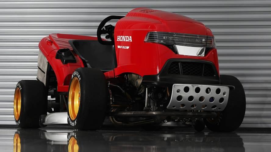 240 km/h feletti rekordra hajt a Honda brit részlege – egy fűnyíróval
