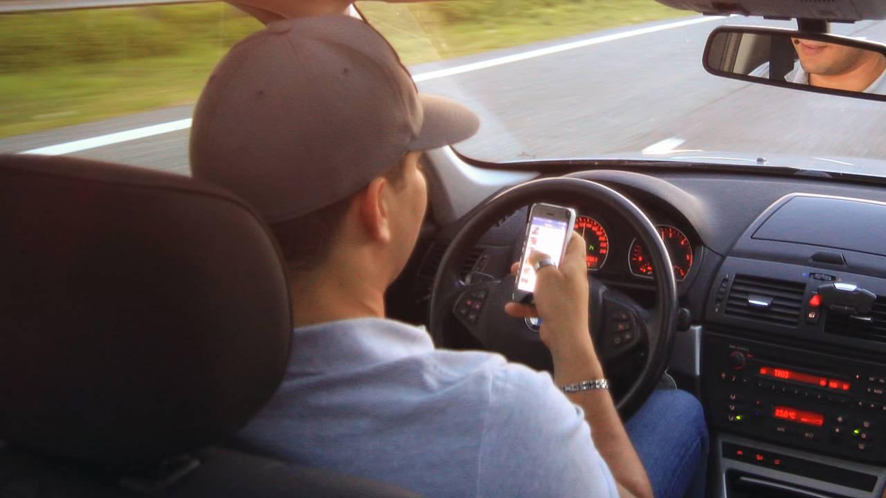 Smartphone al volante