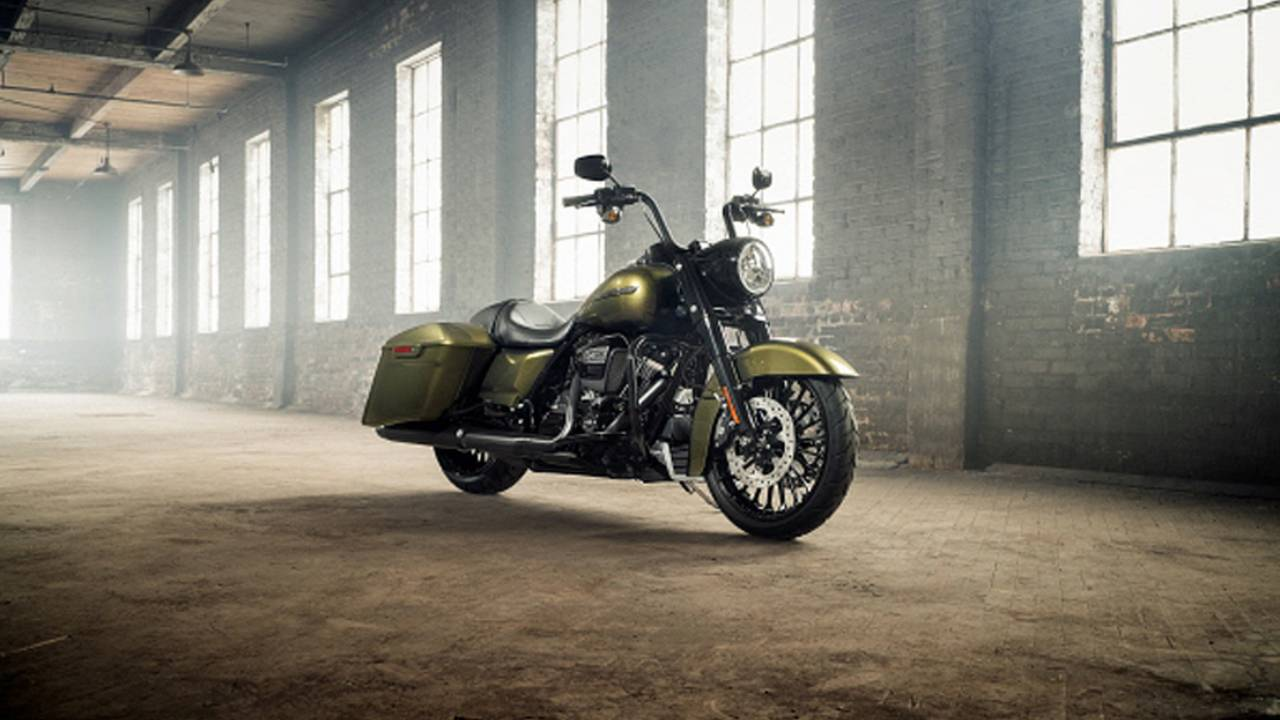 Harley-Davidson 2017 Road King Gets New Style and Attitude