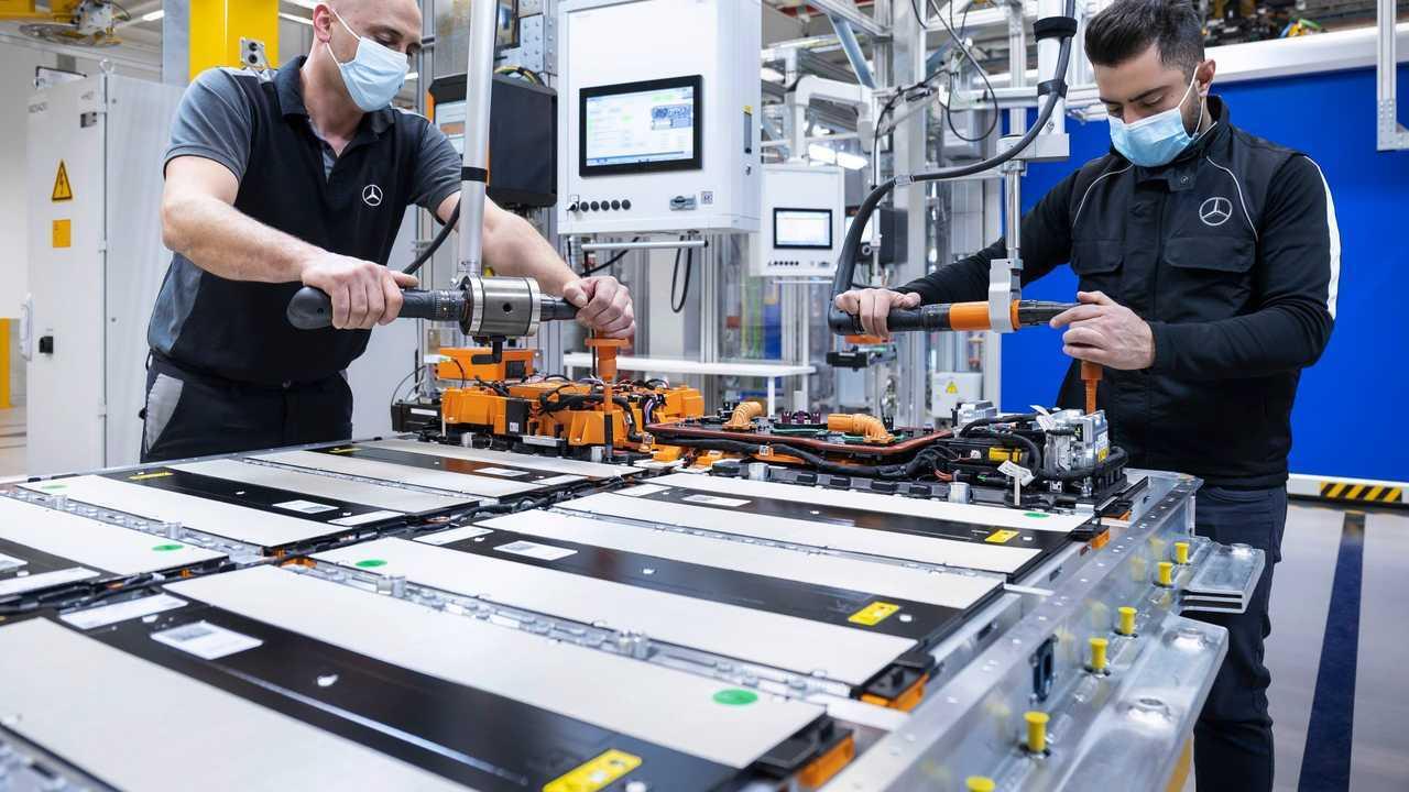 Produzione di sistemi a batteria Mercedes-Benz EQS