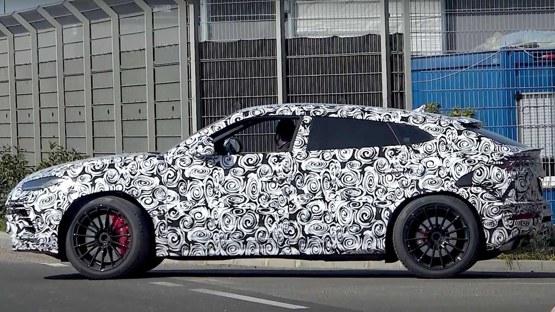 Lamborghini Urus Evo шпионил за тестированием на дороге