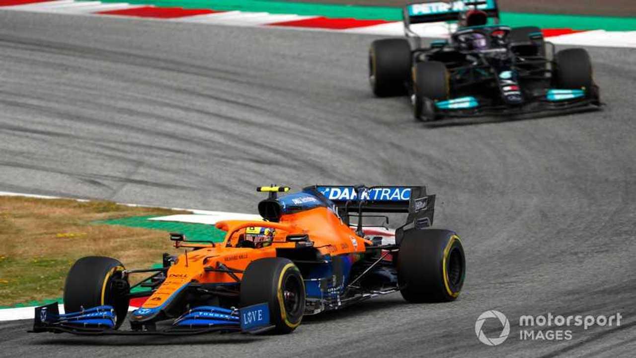 Lando Norris leads Lewis Hamilton at Austrian GP 2021