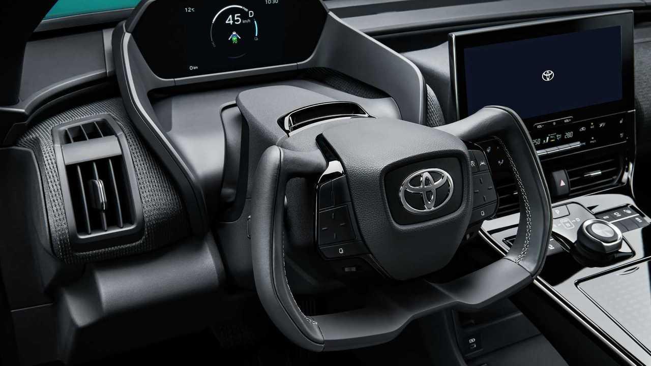 Toyota bZ4X yoke