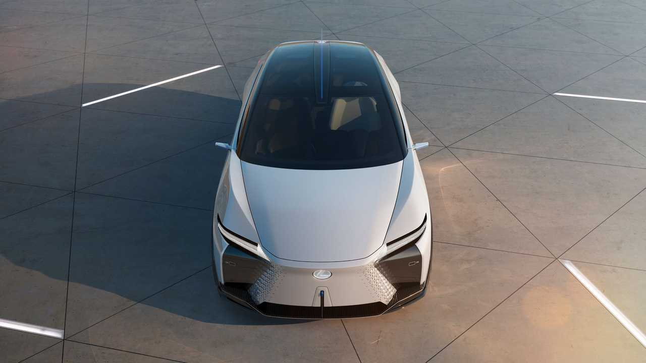 Lexus продал 2 миллиона электрифицированных машин
