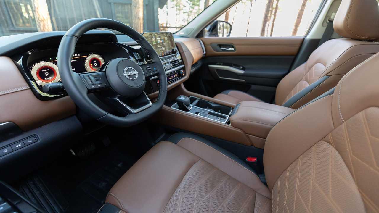 Nissan Pathfinder Platinum 2022 Интерьер Передняя Кабина