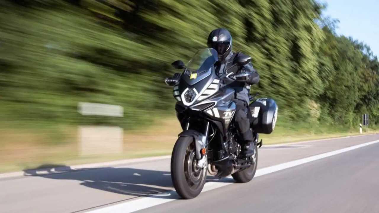 Perjalanan MV Agusta Turismo Veloce dalam 24 jam.