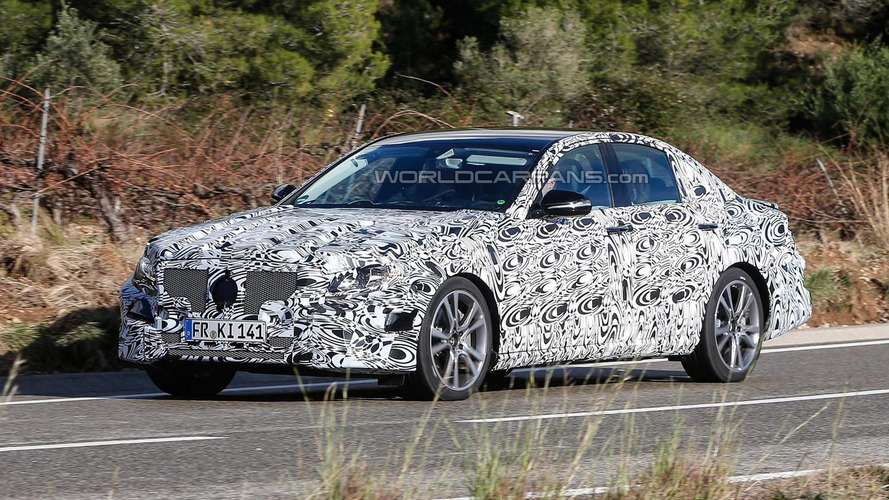 2016 Mercedes-Benz E-Class spied in action [video]