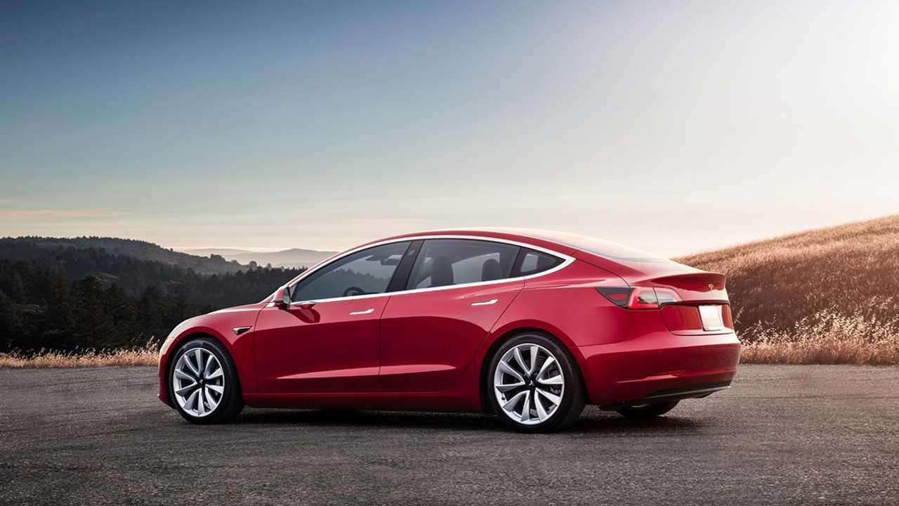 Производство Tesla Model 3 выросло в четыре раза за три месяца