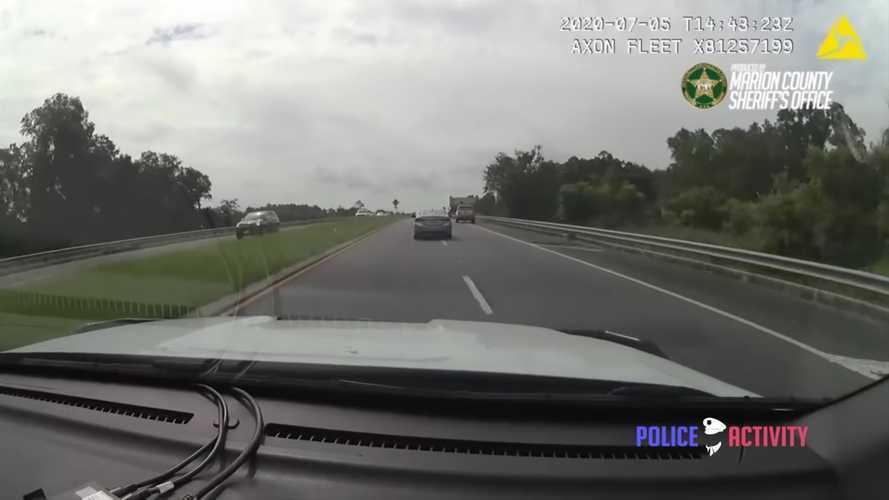Fantasztikus, ahogy egy floridai rendőrnő üldözőbe vesz egy autótolvajt