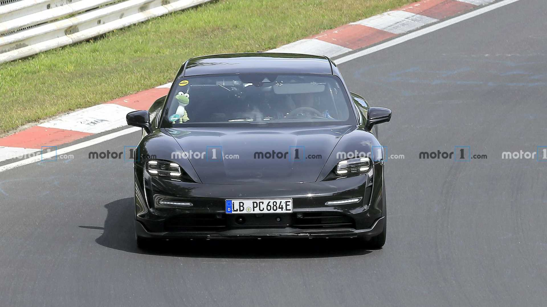 2020 - [Porsche] Taycan Sport Turismo - Page 2 Porsche-taycan-cross-turismo-spied-at-nurburgring-front-shot