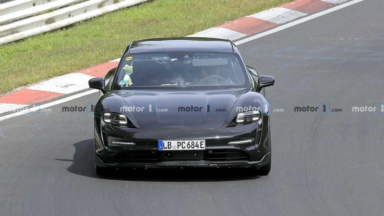 Porsche Taycan Kereszt Turismo Kémkedett At Nürburgring Első lövés
