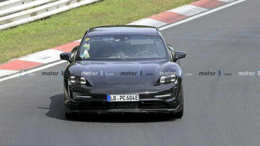 Jövőre csúszik a Porsche Taycan Cross Turismo piaci debütje