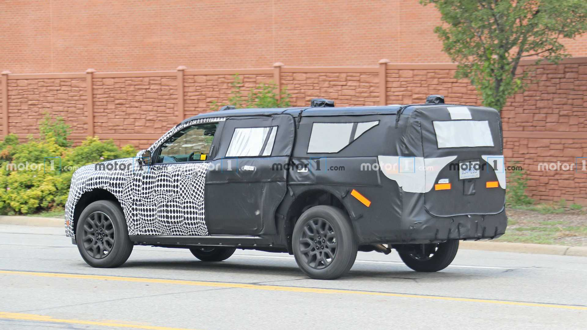 2020 - [Ford] Pickup  Ford-mystery-suv-caught-testing-in-michigan
