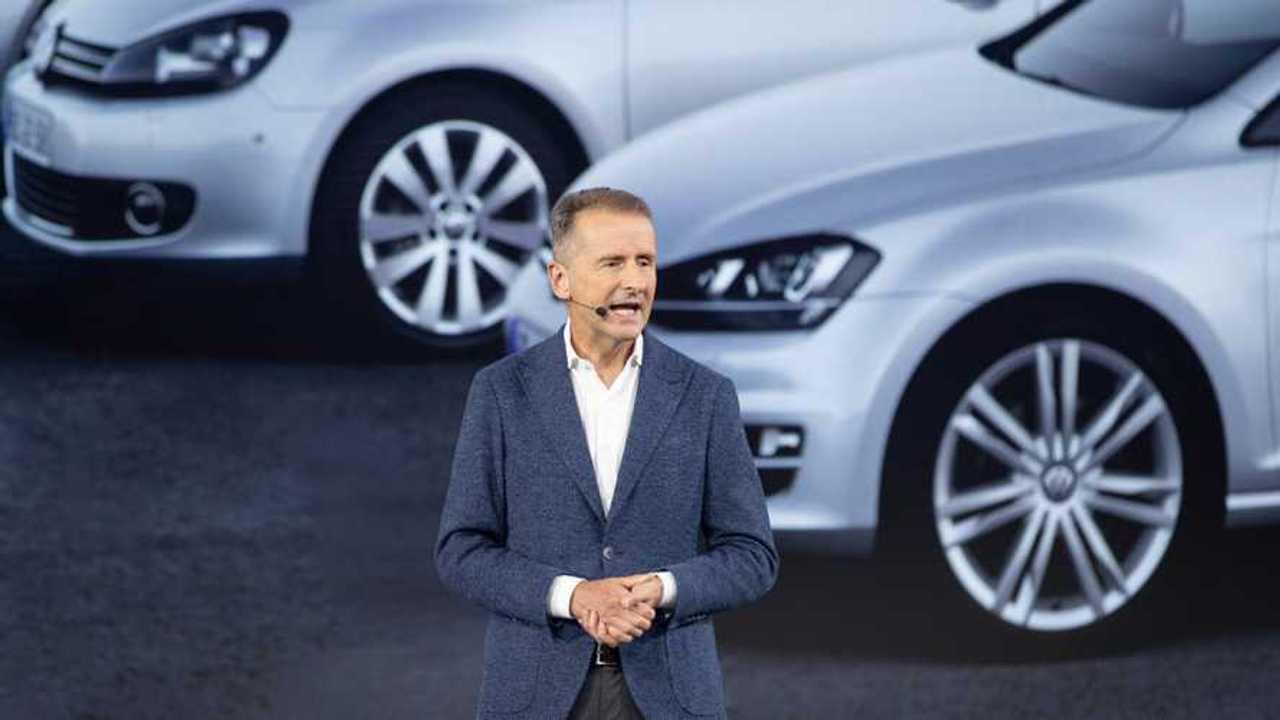 Diess bei der Weltpremiere des VW Golf am 24.10.19 (Quelle: VW)