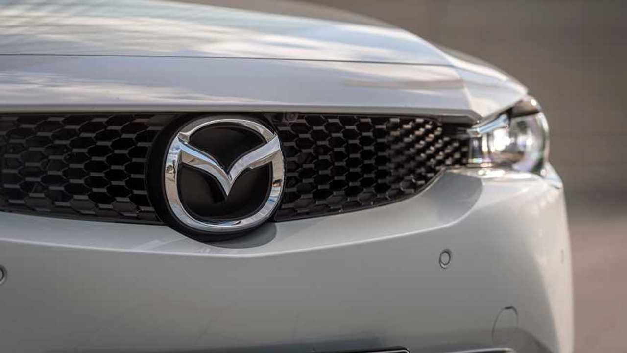 Il logo Mazda sull'elettrica MX-30