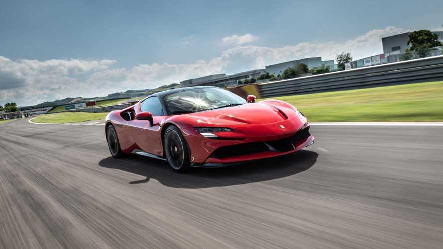 Ferrari SF90 Stradale: первый тест нового итальянского флагмана