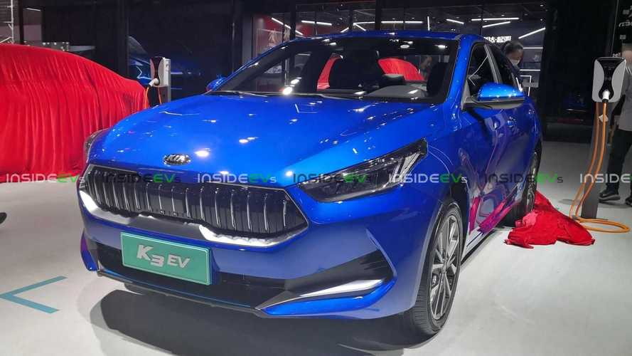 Kia Cerato elétrico com autonomia de 490 km faz estreia oficial