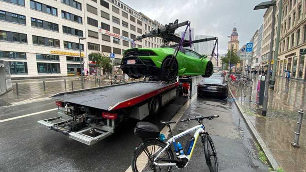 Eldaruzott Lamborghini