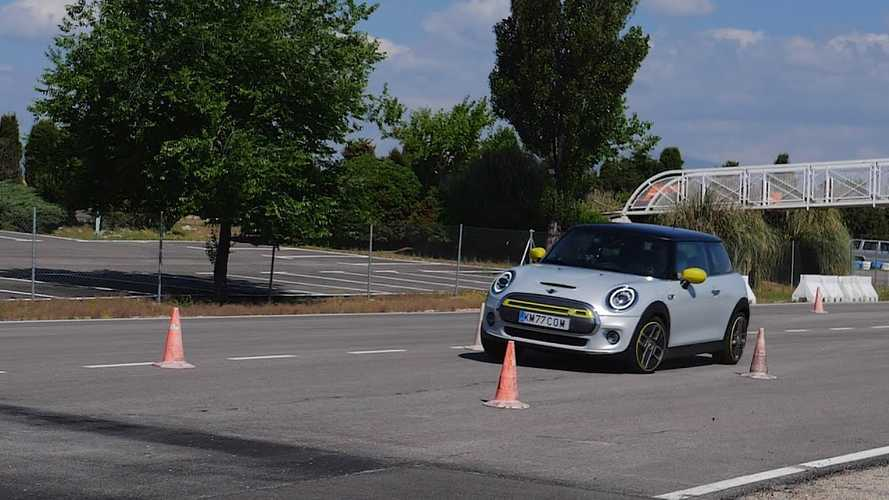 Mini Cooper SE moose test result is good, but no match for Cooper S or BMW i3