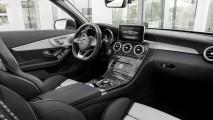 Mercedes C63 Cabriolet'in dünya prömiyerini gerçekleştirdi