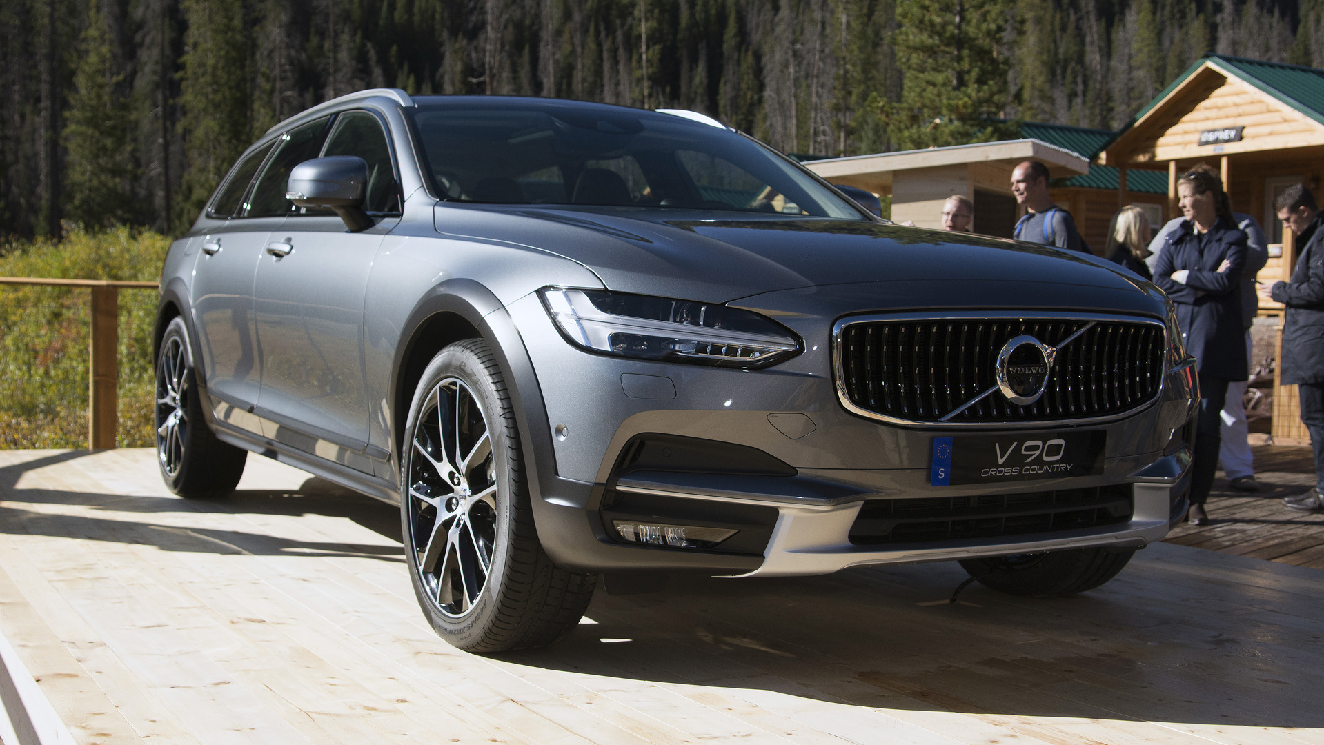 volvo v90 cross country detailed in six videosVolvo V90 Cross Country Paris #12