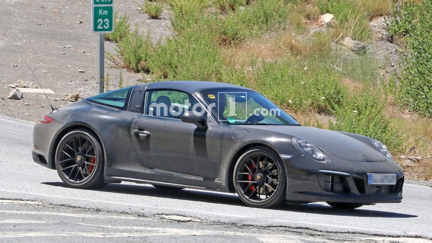 Porsche 911 Targa GTS, yenilenmiş kasasıyla görüntülendi