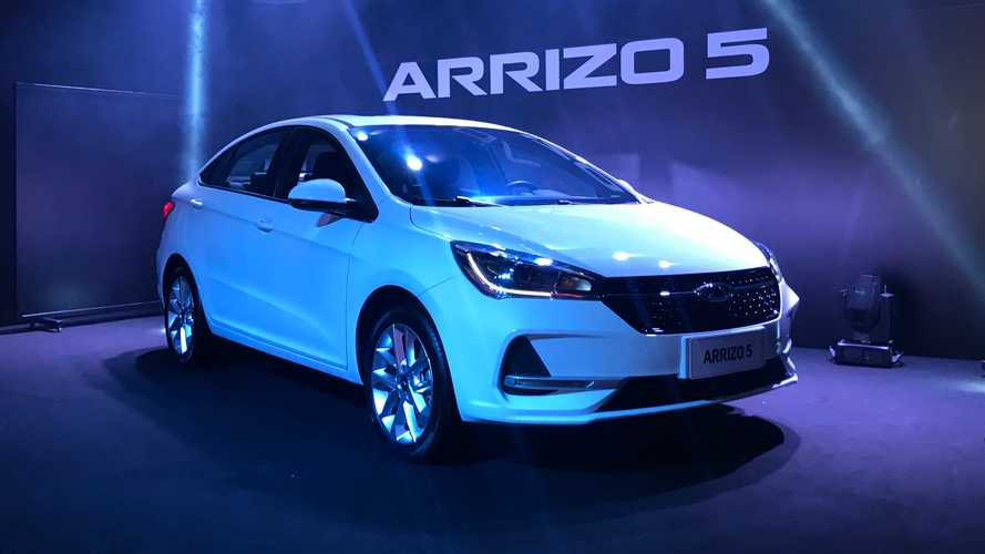 Contato: Caoa Chery Arrizo 5 quer conquistar clientes do VW Virtus