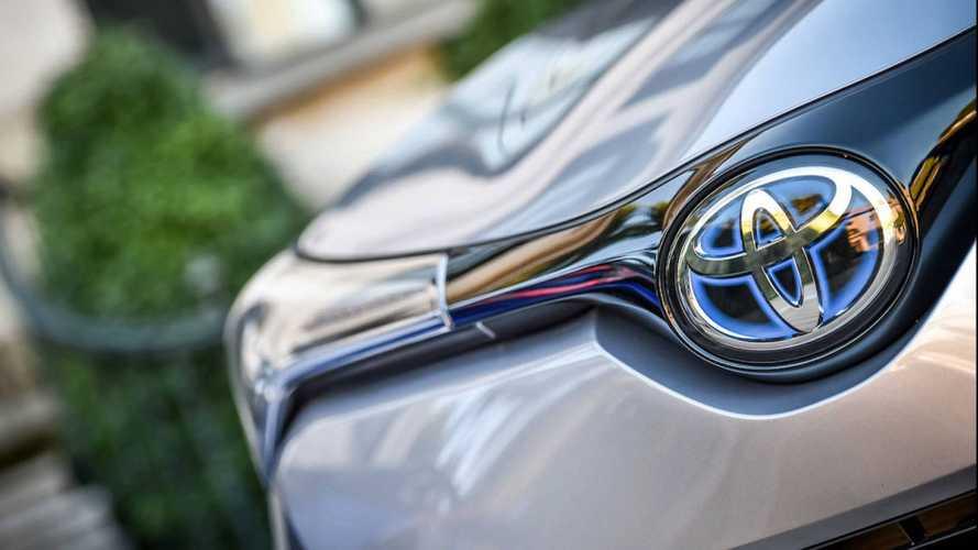 Toyota, mega richiamo per 1 milione di ibride