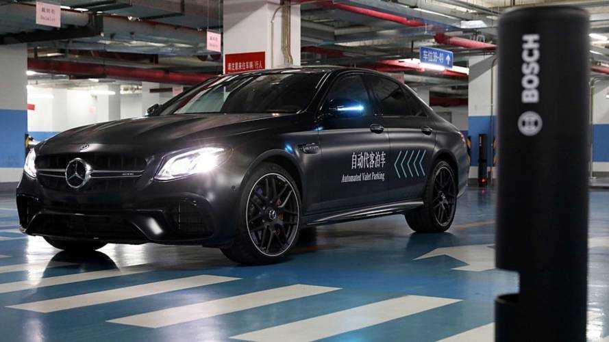 Con Daimler e Bosch tu scendi e l'auto parcheggia da sola