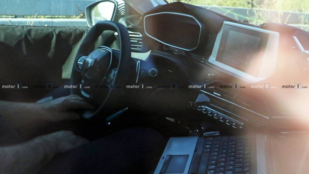 Nuova Peugeot 208, spy photo