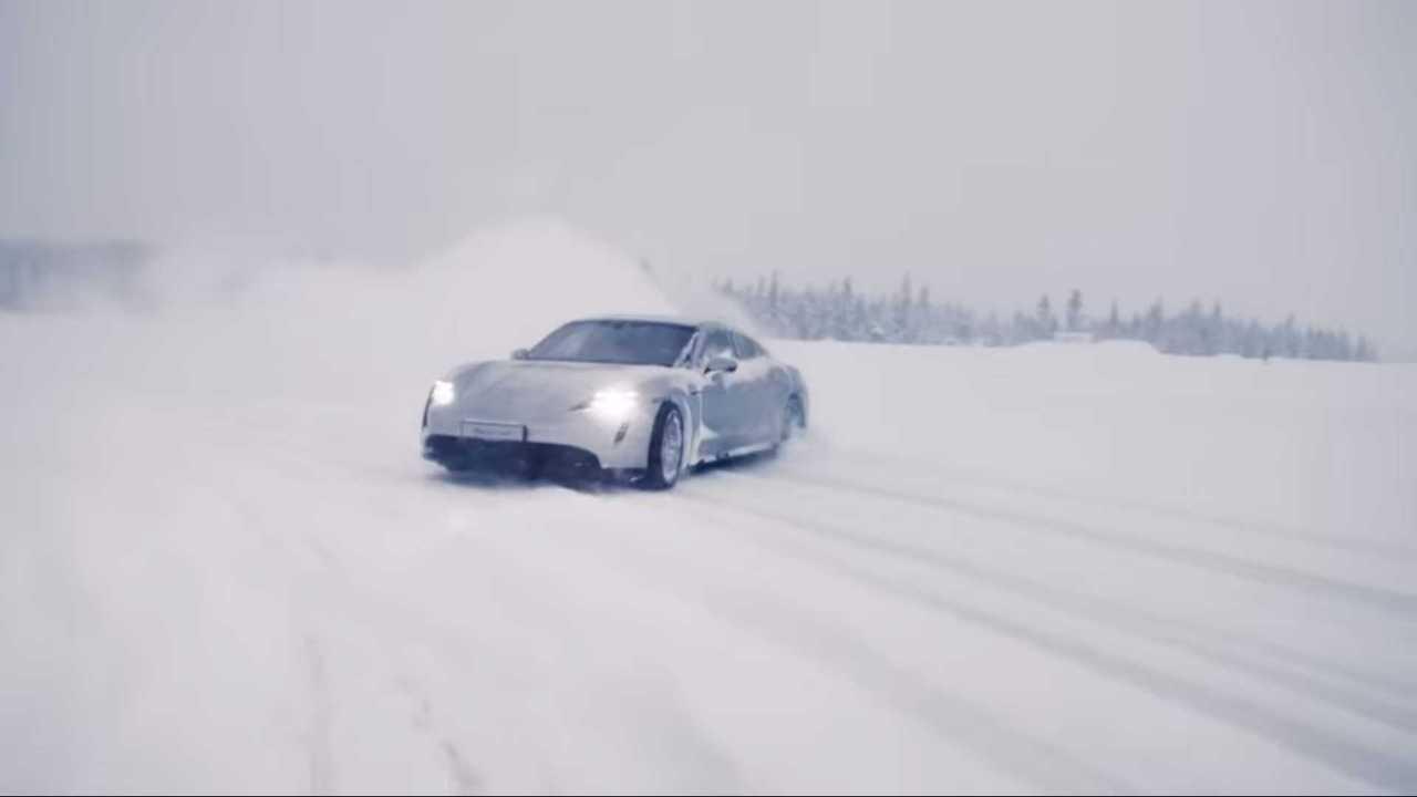 Porsche Taycan hóban