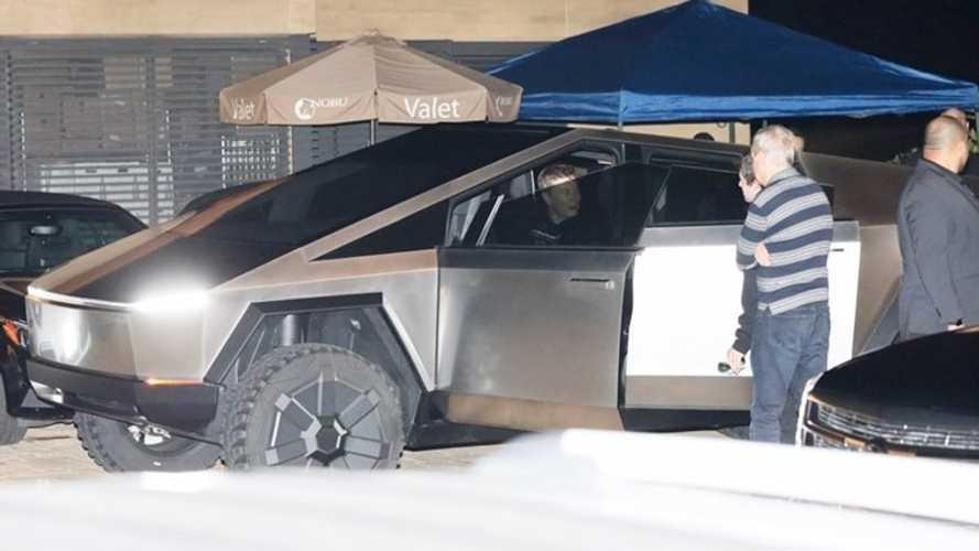 Elon Musk, Cybertruck ile Los Angeles sokaklarında görüldü