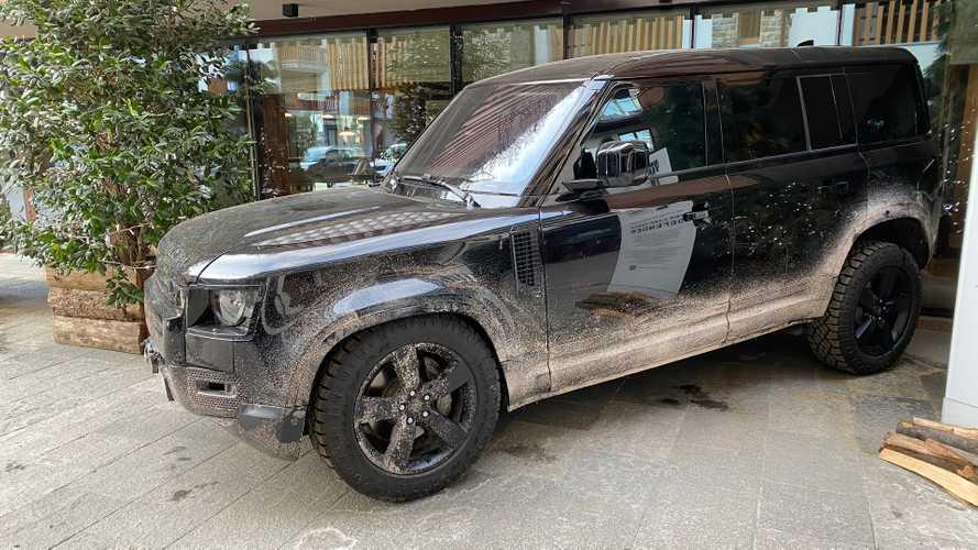 Nuova Land Rover Defender, quella di James Bond dal vivo