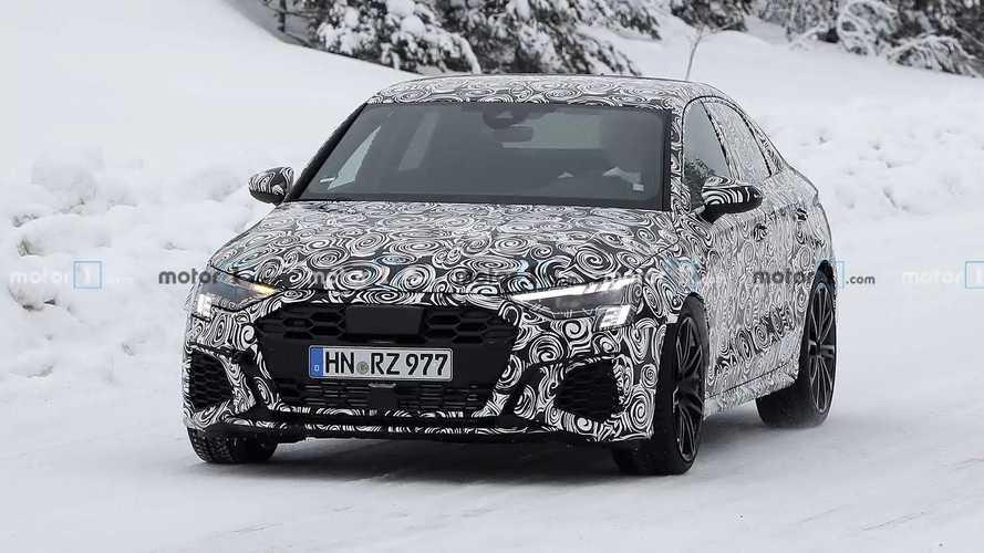 Kémfotókon mutatta meg magát az új Audi RS3