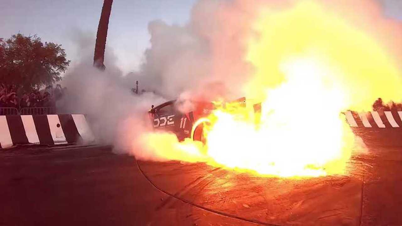 Égő Lamborghini