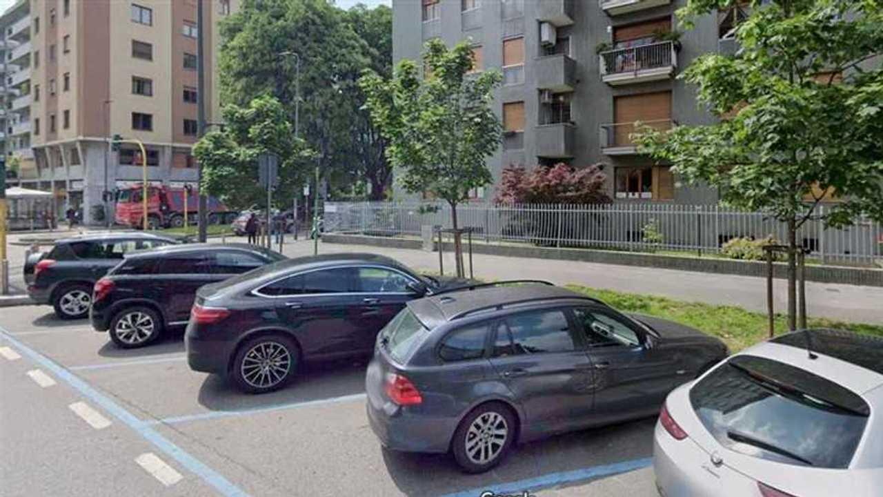 Copertina A Milano parcheggi gratis