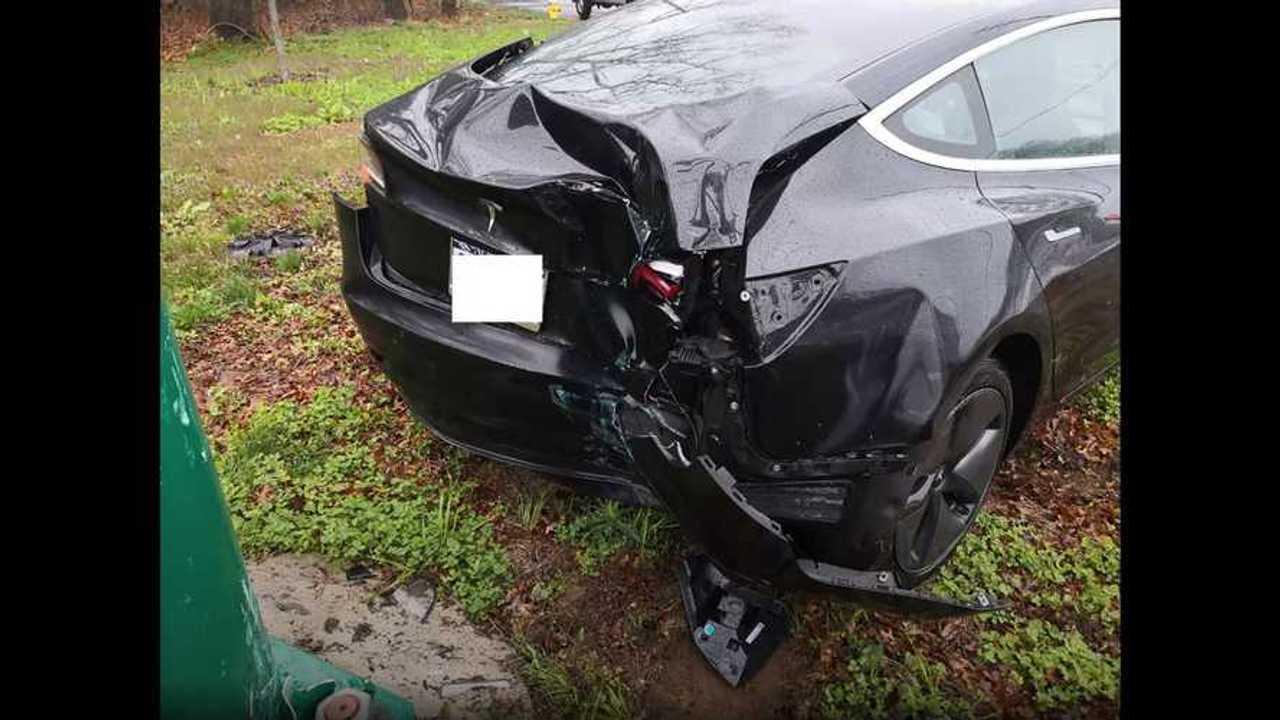 Tesla modell 3 összeomlott