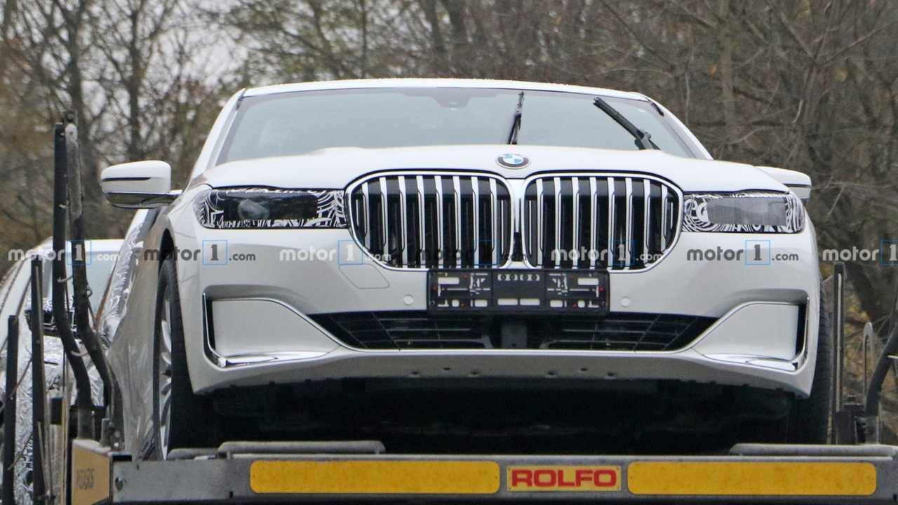 Next-Gen BMW 7 Series Spied Hiding Updated Lights