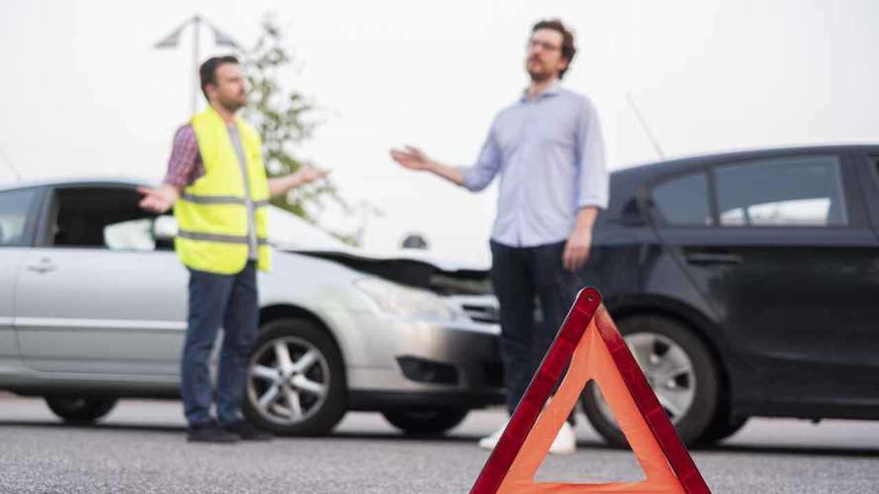 Unfall auf der Autobahn (Roland Rechtschutz, nicht weiterverwenden)