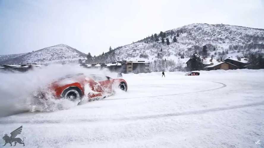Este Bugatti Veyron se divierte derrapando...  sobre la nieve