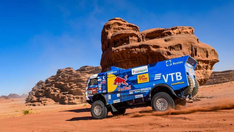 Dakar, per i camion tripletta Kamaz in tappa 4