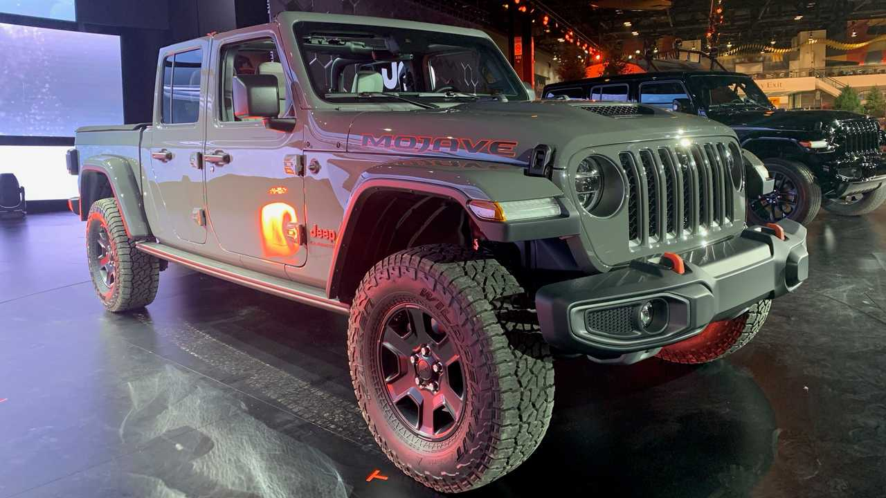 2020 Jeep Gladiator Mojave at Chicago Auto Show