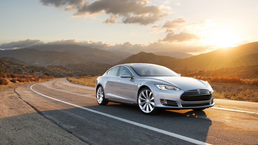 Consumer Reports calls on Tesla to deactivate & rename Autopilot