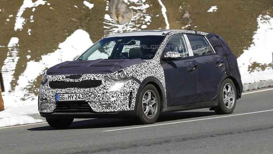 kia niro hybrid crossover spied in motion will be out next year video. Black Bedroom Furniture Sets. Home Design Ideas