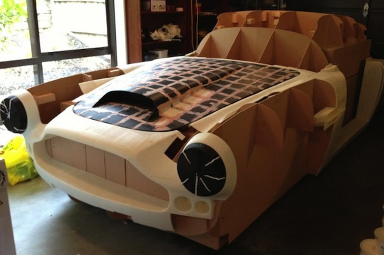 Guy Building Skyline-Based Aston Martin DB4 Replica Using 3D Printer