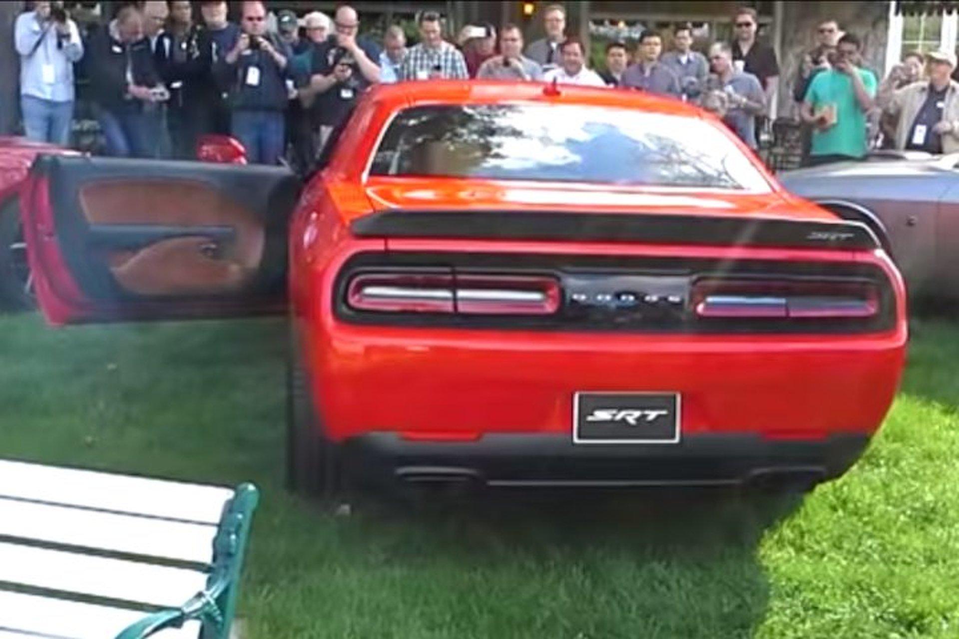 Dodge Challenger Srt Hellcat Is Loud As Hell Videos Motor1 Com