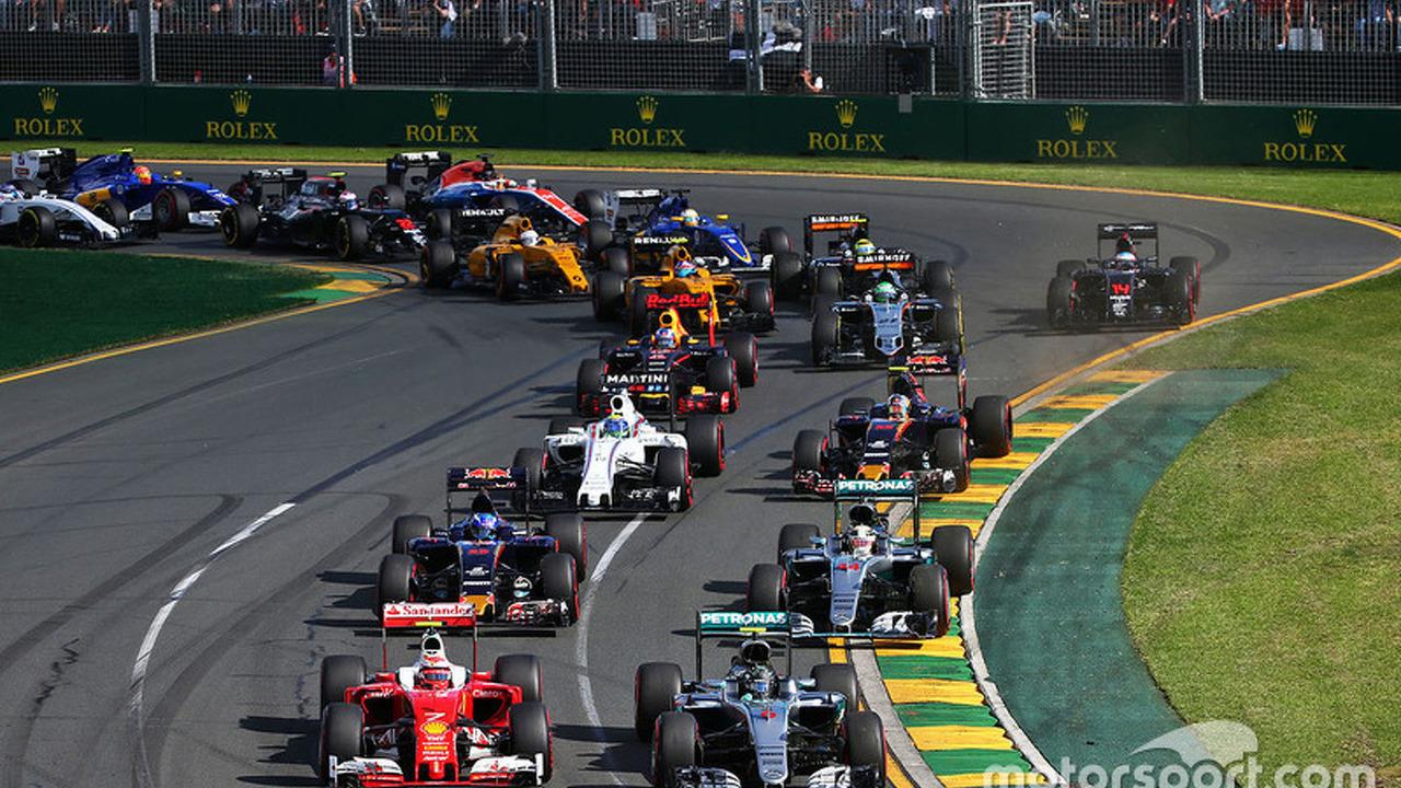 Kimi Raikkonen, Ferrari SF16-H, Nico Rosberg, Mercedes AMG F1 Team W07