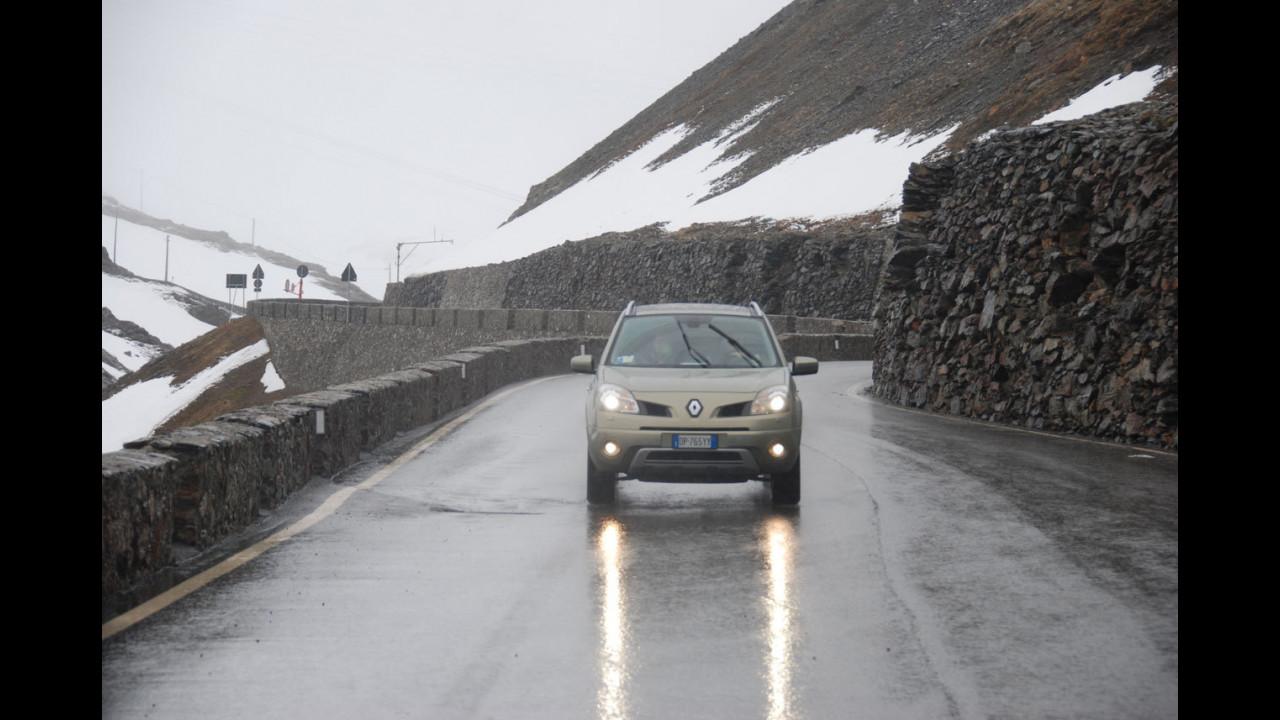 La Renault Koelos sul ghiacciaio dello Stelvio